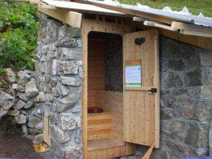 Aménagement toilettes sèches du refuge de l'abresserie