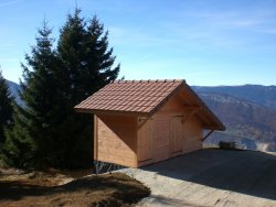 Le site de décollage de parapente à la Forclaz s'équipe de toilettes sèches publiques