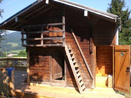 Aménagement de toilettes sèches dans un ancier grenier à grain