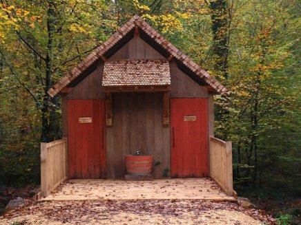 Toilettes sèche chantier de Guedelon
