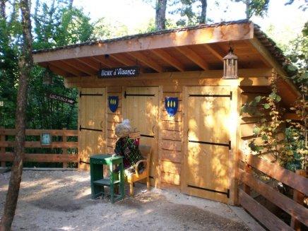 Toilettes triple au parc des épouvantails