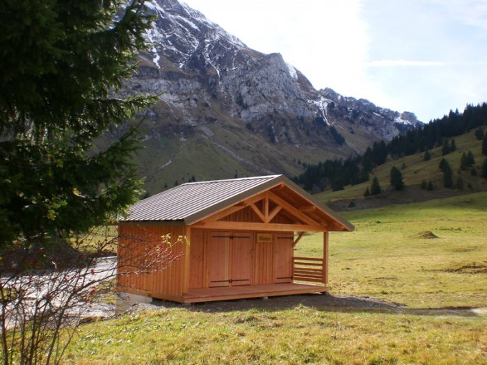 La toilettes de Morsullaz avec son abri
