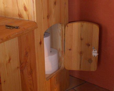 La Tilette : Et sa réserve de papier toilette... ou d'autre chose !