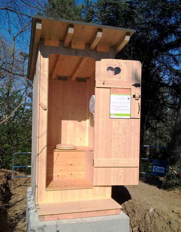 Une toilette Estive à BRON (69)