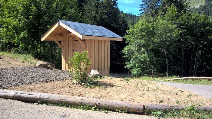 Toilettes sèches simple col du Coq en Isère