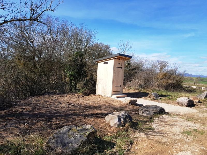 Deux toilettes sèches Estive dans le Tarn